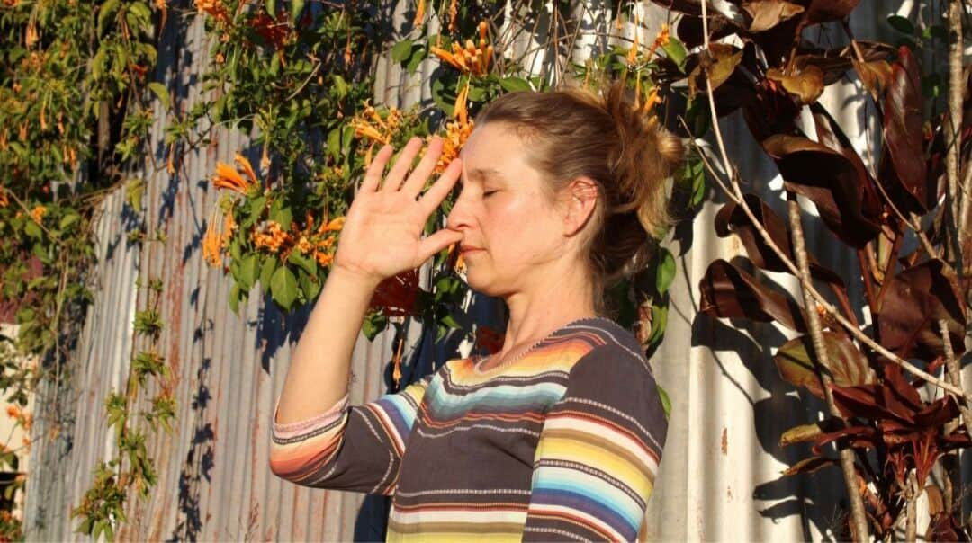 Tibetan Mudra for alternate nostril breath